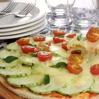Abobrinha vira pizza de frigideira mais rápida que pedir por delivery